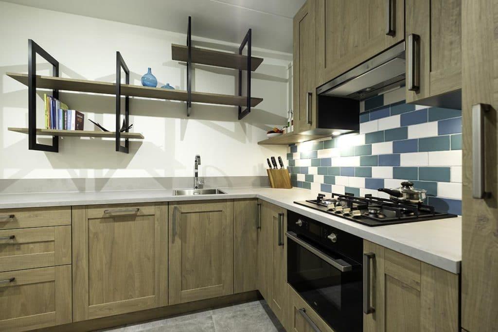 houtlook keuken met wandmeubel