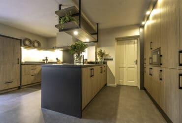 hout/antraciet keuken