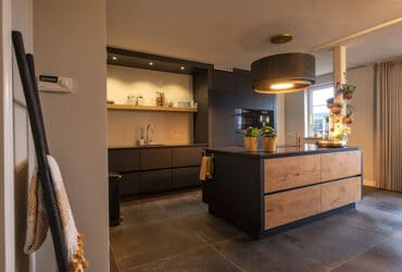 greeploos hout antraciet keuken